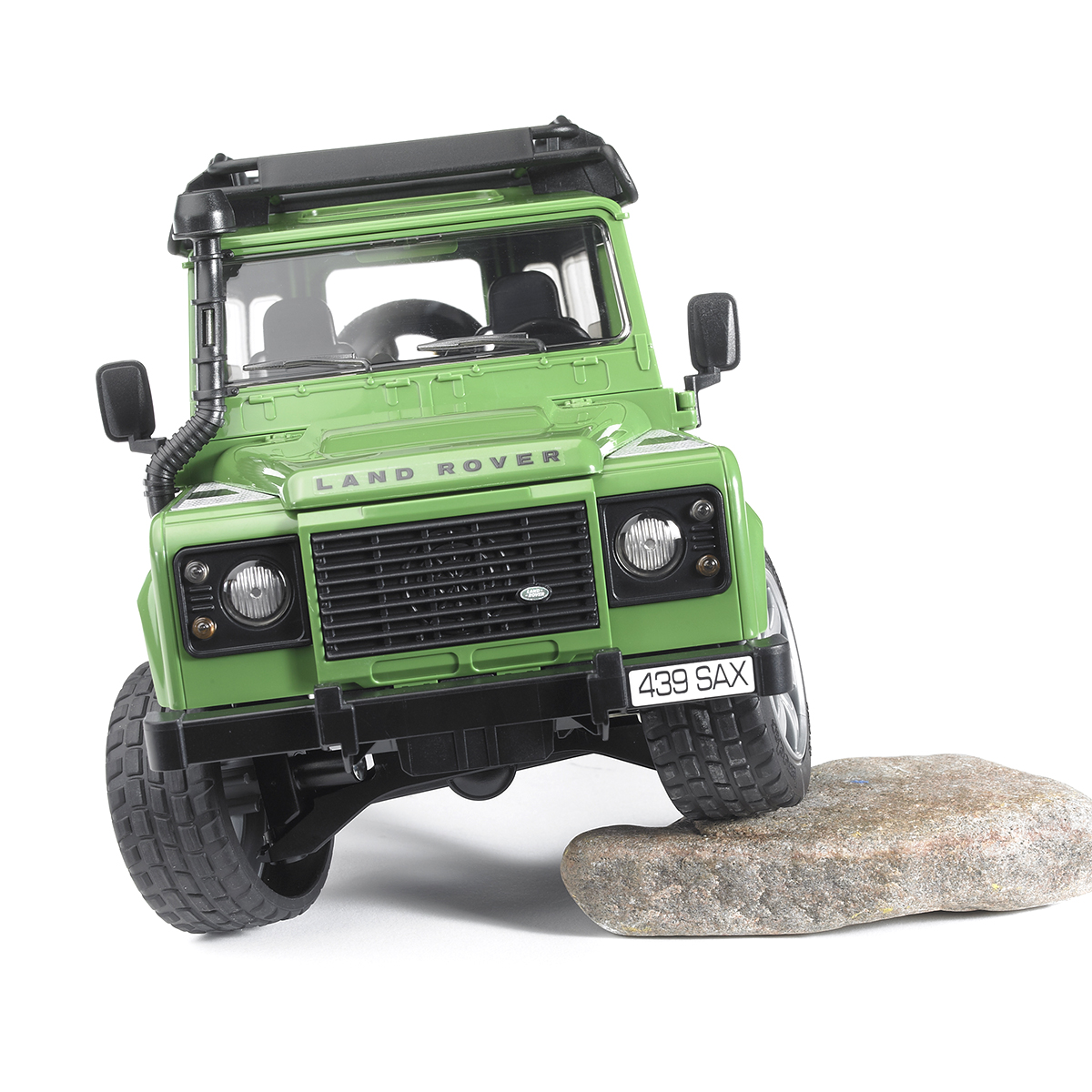 Внедорожник Bruder Land Rover Defender